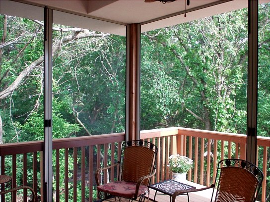 THE USES AND BENEFITS OF RETRACTABLE SCREENS