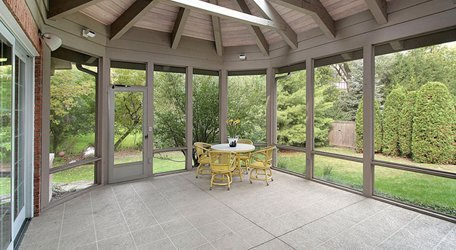 Why Choose Retractable Screen Door over Traditional Styles?